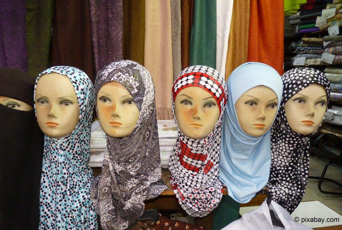9721ba4127 Islam-Expertin: Mädchen ohne Kopftuch werden gemobbt – Stiftung ...